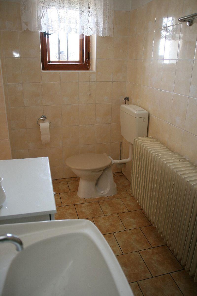 Koupelna a WC v přízemí 4