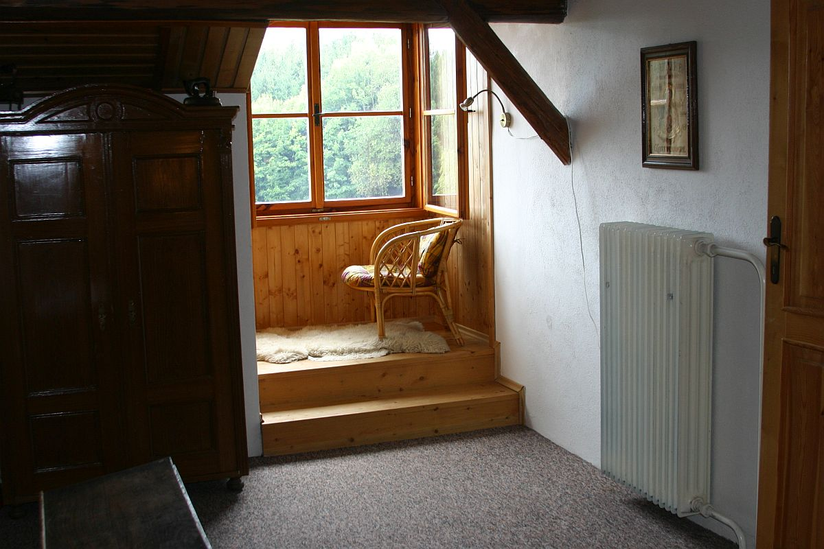 Posezení na chodbě v podkroví
