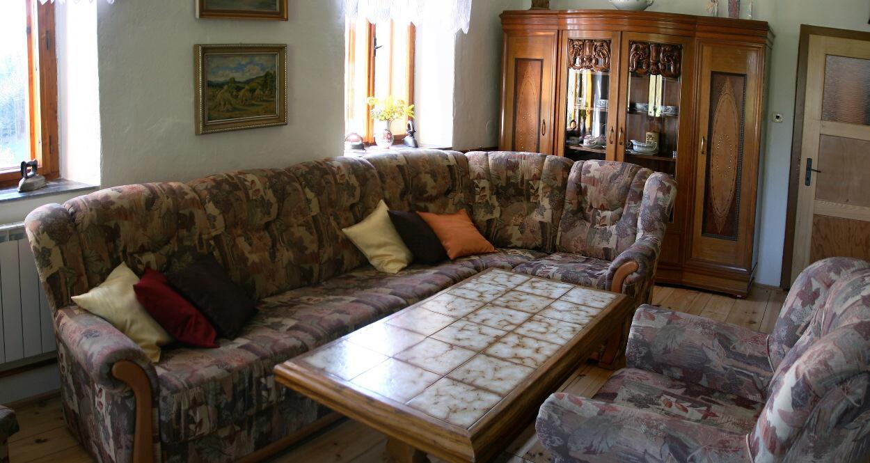 Společenská místnost - posezení u stolku